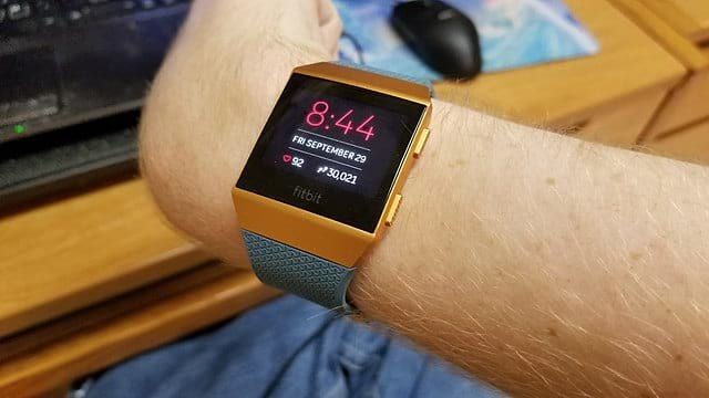 Fitbit Ionic Smartwatch: 3 Pros and Cons